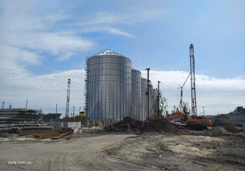 У Маріупольскому морському порту фахівці ТОВ «Ріола-Модуль ЛТД» проводять роботи з монтажу металоконструкцій