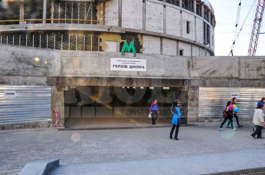 На объекте строительства ТРЦ «Оазис» открыто южный вестибюль. - Строительная компания «Riola»