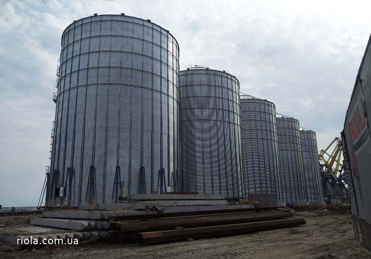 """ТОВ """"Ріола-Модуль ЛТД"""" завершило монтаж п`яти силосів зернового терміналу в Маріупольському порту"""