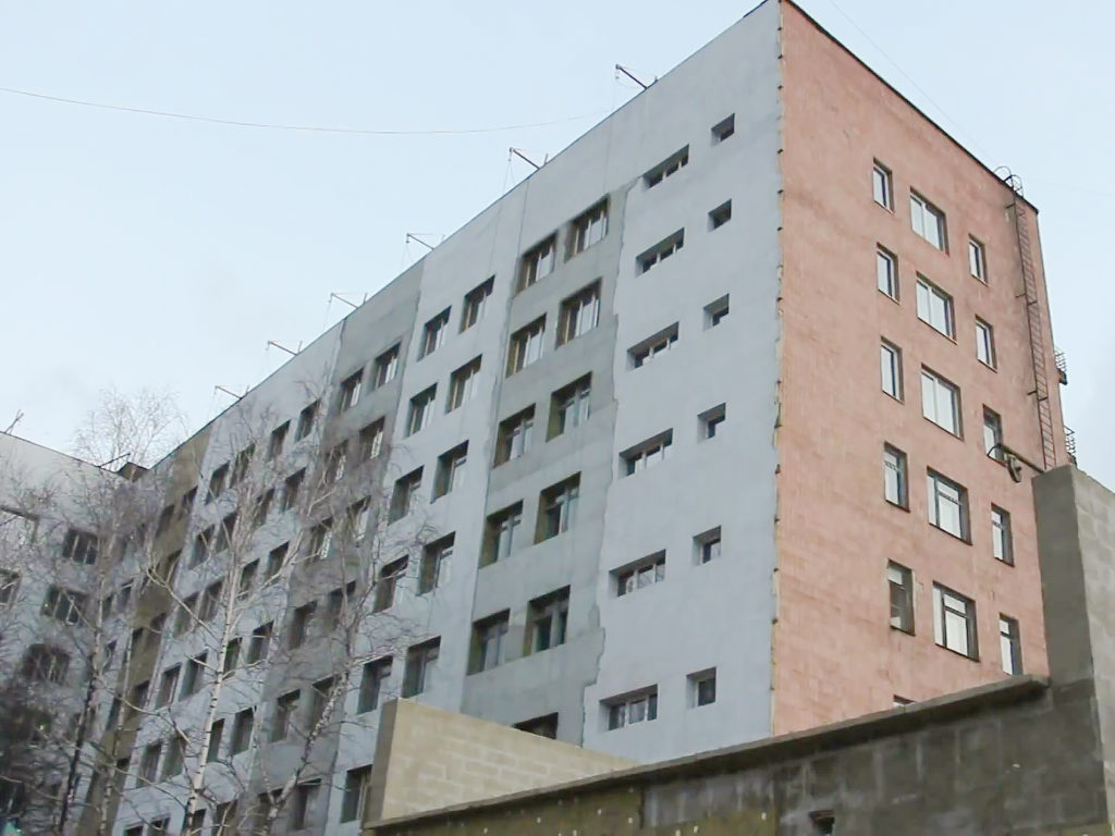 Премьер-министр посетил реконструкцию областной больницы в Мариуполе