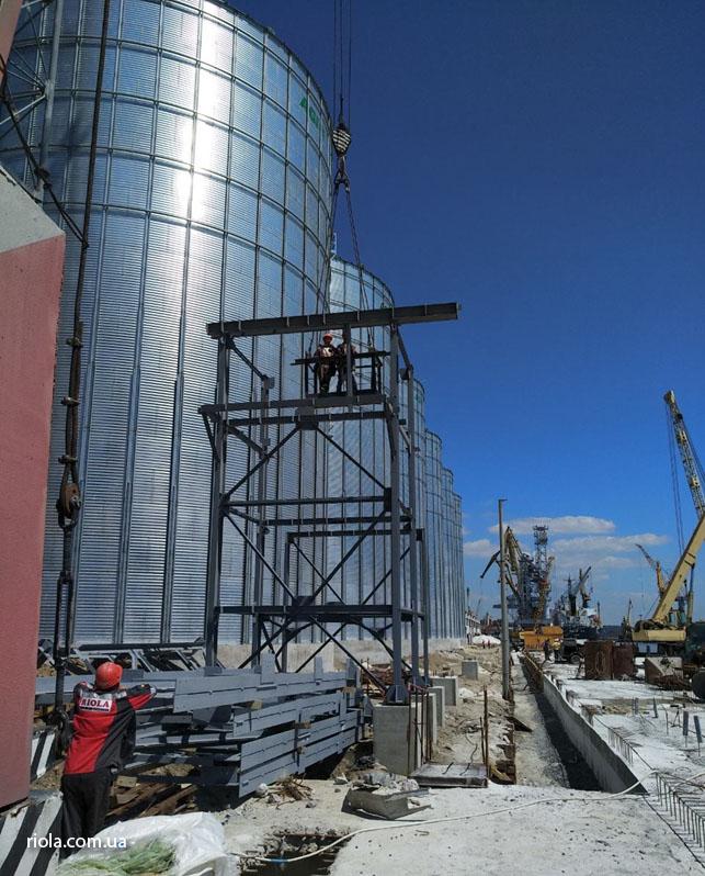 У Маріупольському морському порту фахівці ТОВ «Ріола-Модуль ЛТД» продовжують виконувати роботи в надскладних геологічних умовах