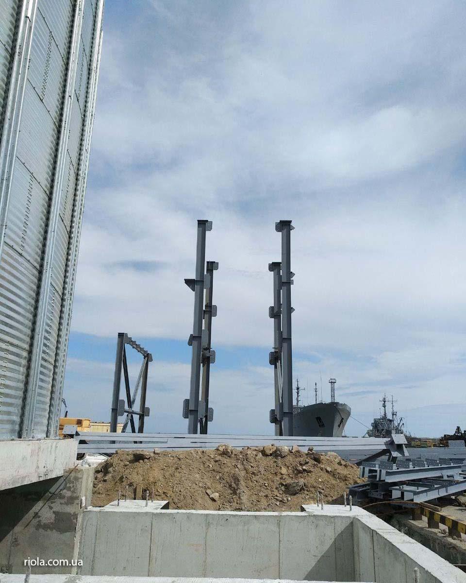 В Мариупольском морском порту специалисты ООО «Риола-модуль ЛТД» проводят работы по монтажу металлоконструкций