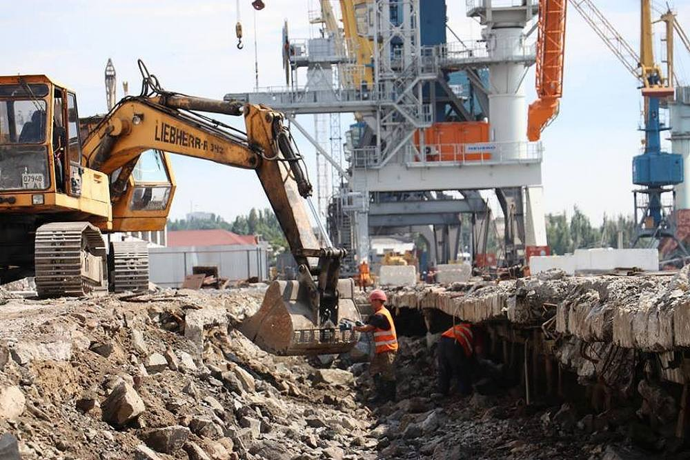 В Мариупольском порту продолжается строительство зернового терминала и реконструкция причала